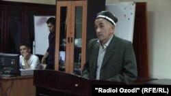 М. Исмоилов выступает на суде.