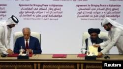 امضای توافقنامهی صلح میان نمایندگان امریکا و طالبان در قطر