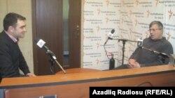 Cavid Zeynallı və Həmid Herisçi Azadlıq Radiosunun Bakı bürosunda