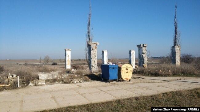 Развалины одного из бывших колхозных строений