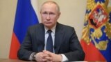 Владимир Путин во время обращения к гражданам в связи с ситуацией с коронавирусом