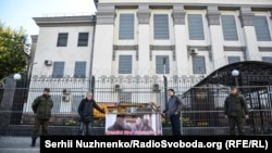 «Кремль, припини викрадення людей!» – акція під посольством Росії (фотогалерея)
