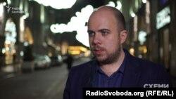 Економічний журналіст Сергій Щербина каже, що ім'я Фукса в українських ЗМІ почало з'являтися у 2015 році