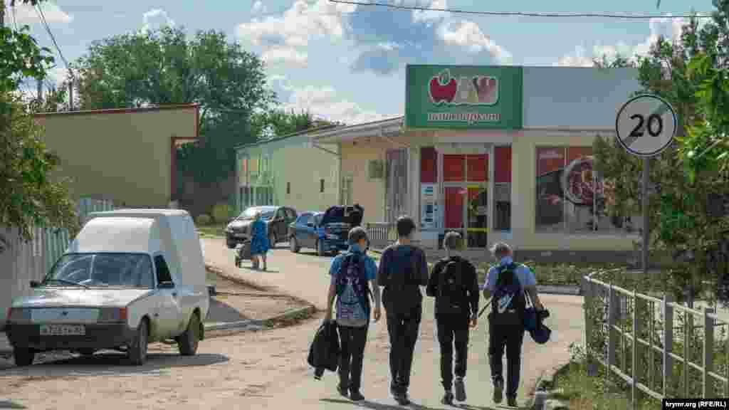 Школярі на вулиці 40 років Перемоги