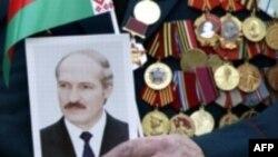 Популистские шаги власти в Белоруссии работают, но ветеранам от этого не легче
