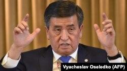 Қырғызстан президенті Сооронбай Жээнбеков баспасөз мәслихатында. 19 желтоқсан 2018 жыл.