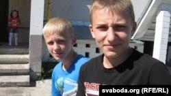 Украінец Саша з навагуцкі аднаклясьнікам