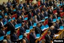 Новообрані народні депутати Верховної Ради VIII скликання приймають присягу. Київ. 27 листопада 2014 року