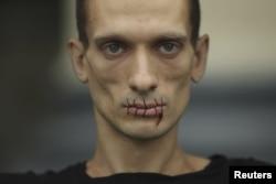 Акция Петра Павленского в поддержку Pussy Riot, 2012