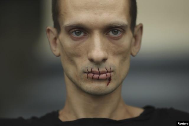 Акция Петра Павленского