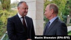 Игорь Додон и Владимир Путин на встрече в Сочи, 10 октября 2017 года