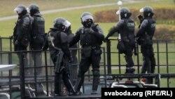 Ілюстрацыйнае фота. Сілавікі падчас нядзельнага маршу пратэсту. Менск, 8 лістапада 2020 году