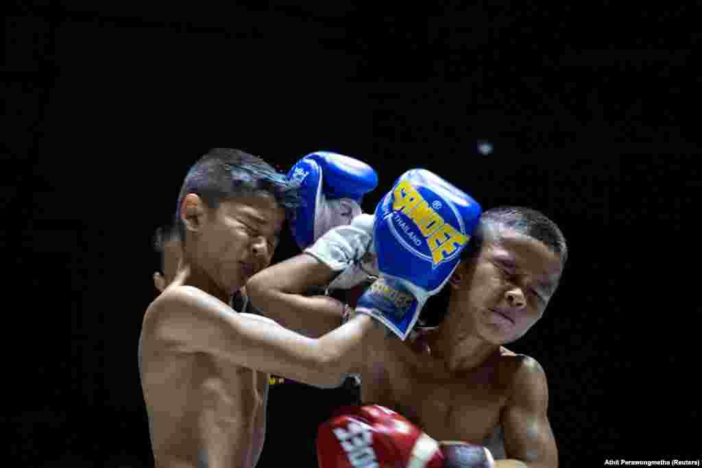 A thai bokszot még mindig védőfelszerelés nélkül vívják a gyerekek is Thaiföldön - minden kockázat ellenére.