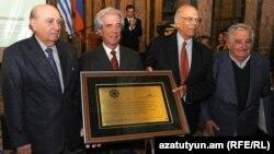 Четыре бывших президента Уругвая во время мероприятия, посвященного 100-й годовщине Геноцида армян, Монтевидео, 2015 г.
