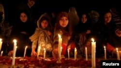 Disa vajza pakistaneze, foto nga arkivi