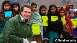 Author Greg Mortenson with Pakistani schoolchildren