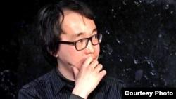 Казахский драматург Олжас Жанайдаров, живущий в Москве. Фото с личной страницы писателя в Facebook.