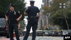 پلیس در محله چلسی در نیویورک، جایی که انفجار شب یکشنبه رخ دادهاست
