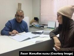 Главный врач Таалай Мамбеталиев с пациентом.