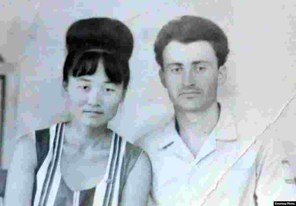 Lidia Tanasescu cu viitorul soț Gheorghe Tanasescu în perioada studenției. Kazahstan, regiunea Kîzîlorda, 1967