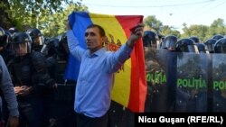 Protestele şi vuvuzele de la sărbătorirea celor 25 de ani de independenţă
