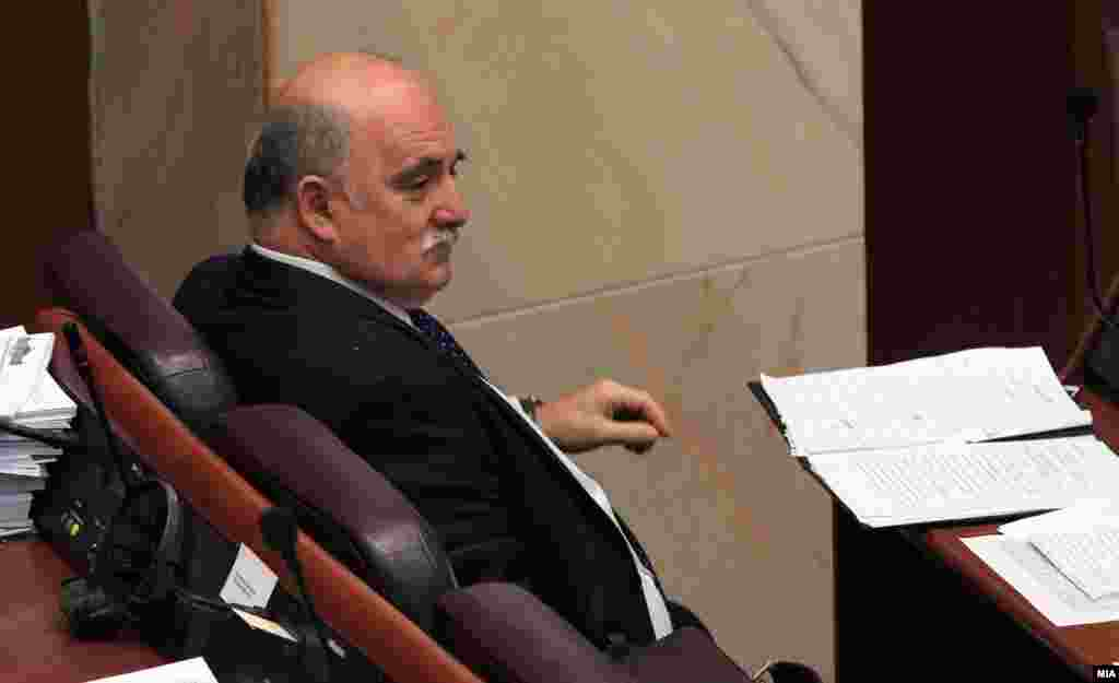МАКЕДОНИЈА - По кратко боледување, денеска во Скопје, на 60-годишна возраст, почина Марко Зврлевски, поранешен Јавен обвинител на Република Македонија. Зврлевски беше роден на 04.12.1960 година во Дебар.