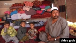 غلام علی با تصور اینکه در کابل کار و غریبی خواهد یافت به این شهر آمدهاست.