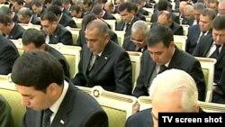 Türkmenistanda saýlawlary we sala salşyklary geçirmek baradaky Merkezi toparyň başlygy Myrat Garryýew (öňden sagda)