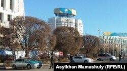 На площади в Алматы. Иллюстративное фото.
