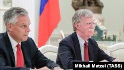 Посол США в Росії Джон Хантсман і радник Трампа з нацбезпеки Джон Болтон