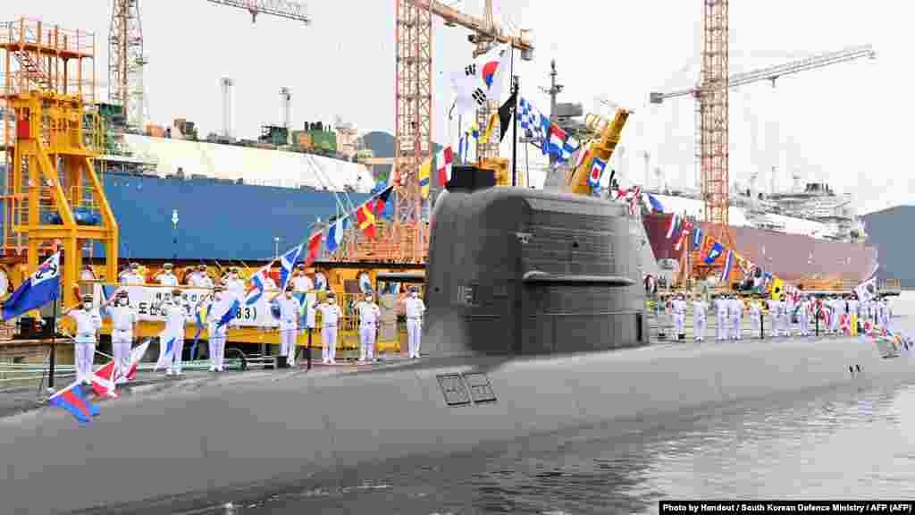 ЈУЖНА КОРЕЈА - Јужна Кореја тестираше сопствена стратешка балистичка ракета море-земја (СЛБМ), објави јужнокорејската новинска агенција Јонхап во вторникот, 7 септември, пренесува АФП. Тестот беше минатата недела од нова, исто така локално развиена, подморница од 3.000 тони, опремена со шест вертикални цевки за лансирање, соопшти агенцијата, повикувајќи се на неименувани воени извори.