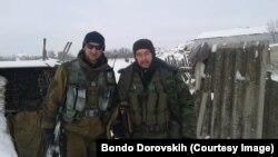 Бондо Доровських (праворуч) і бойовик з Росії