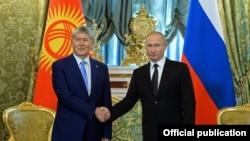Алмазбек Атамбаев менен Владимир Путин буга чейин быйыл июнда Кремлде жолуккан