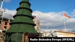 Центарот на Скопје украсен за Нова година