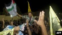 Палестинці на Західному березі Йордану вітають звільнених співвітчизників, 13 серпня 2013 року
