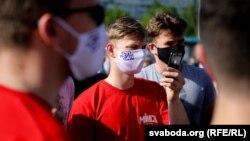 Сябры БРСМ падчас пікету па зборы подпісаў за Лукашэнку 5 чэрвеня