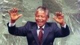 """<span class=""""imageCaption"""">Африкалық ұлттық конгресс жетекшісі Нельсон Мандела, 1961 жылғы сурет</span>"""
