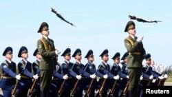 Доля желающих служить в армии по контракту увеличилось на 30%