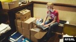Наталка Седлецька у «Межигір'ї» за роботою над копіюванням документів
