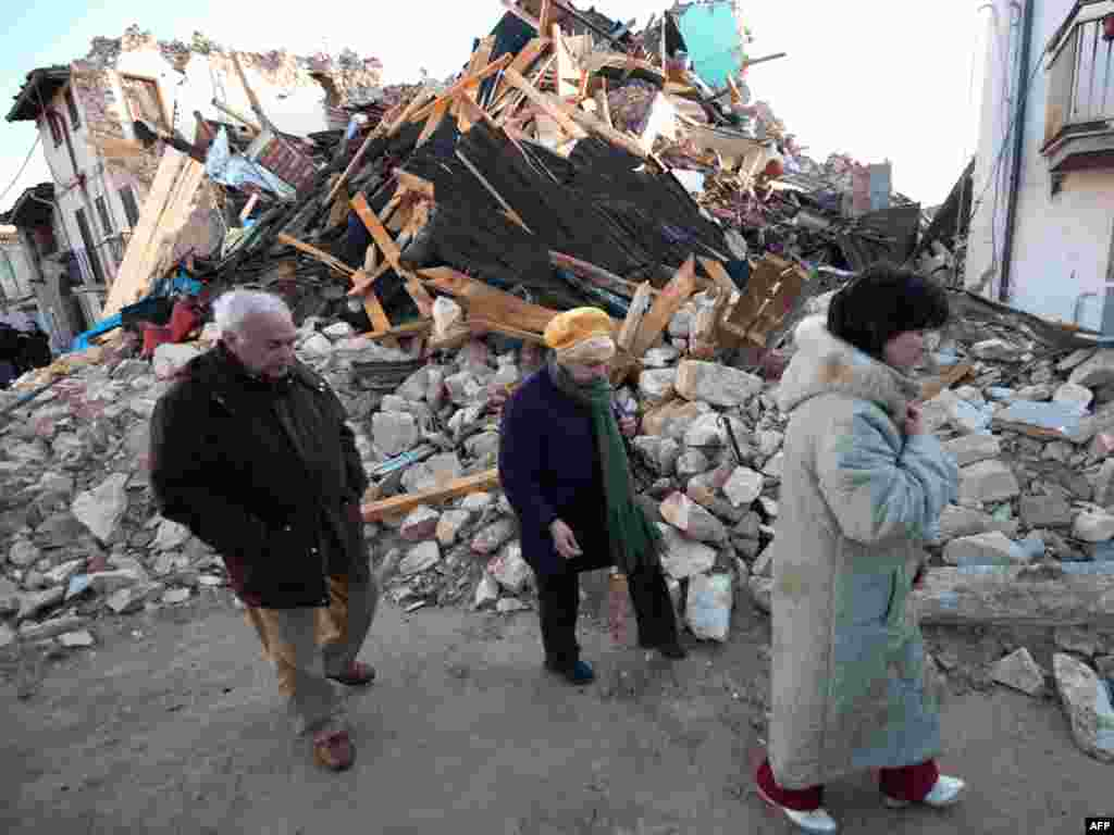 Italy -- Victims try to reach their houses shouts in the off-limits village of Onna, near the epicenter of the earthquake, in the region of the Abruzzo capital of L'Aquila, 07Apr2009 - ITALY, Onna : Victims try to reach their houses shouts on April 07, 2009 in the off-limits village of Onna, near the epicenter of the April 6, 2009 earthquake in the region of the Abruzzo capital of L'Aquila. The death toll from the powerful quake that rocked central Italy has risen to 179, with 34 people reported missing, rescue workers in the town of L'Aquila said on April 7.
