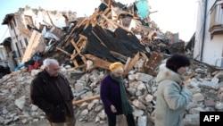 Италиядагы зилзала 300дөй адамдын өмүрүн алды