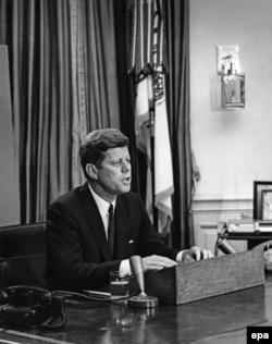 Президент Жон Кеннеди антирасисттик сөздөрү менен калайыкка кайрылууда. 11-июнь, 1963-жыл.