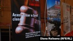 Afișe ale Centrului Național Anticorupție din Iași.