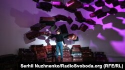 Фотозона з валізами. 11 лютого 2020 року. «Київ-Пасажирський»