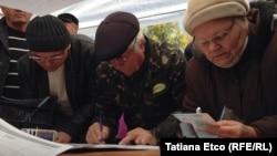 Colectarea semnăturilor pentru referendum, Chișinău, 1 noiembrie 2015
