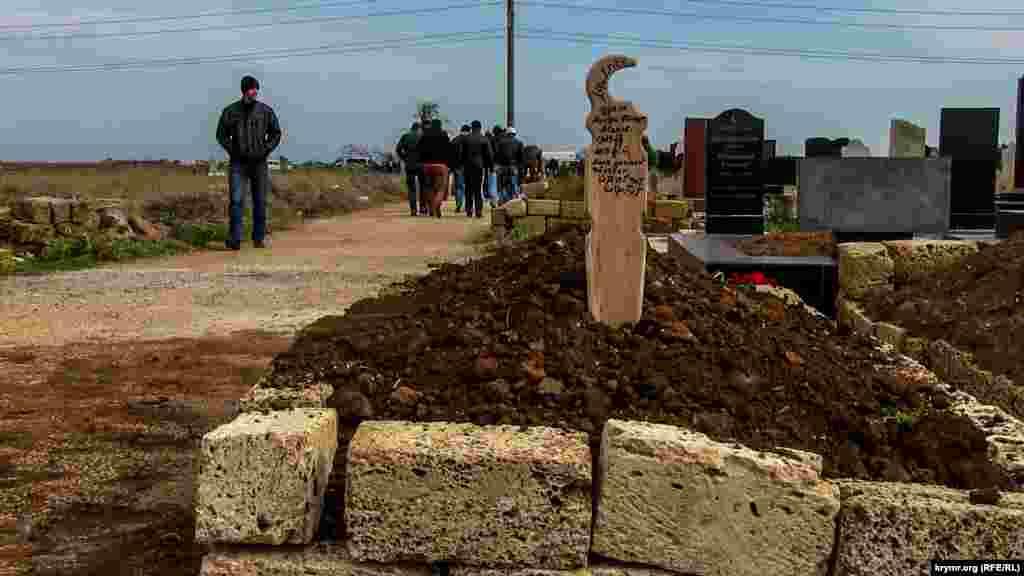 Известно только, что тело Асанова нашли в повешенном состоянии. Там оно провисело около недели. Также при нем была найдена предсмертная записка.