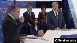 Өмүрбек Текебаев менен Адахан Мадумаров катышкан дебат.