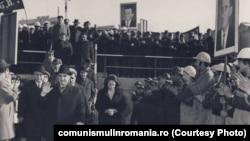 19 octombrie 1977. Ceaușescu vizitează șantierul de la metrou, punctul Piața Unirii.