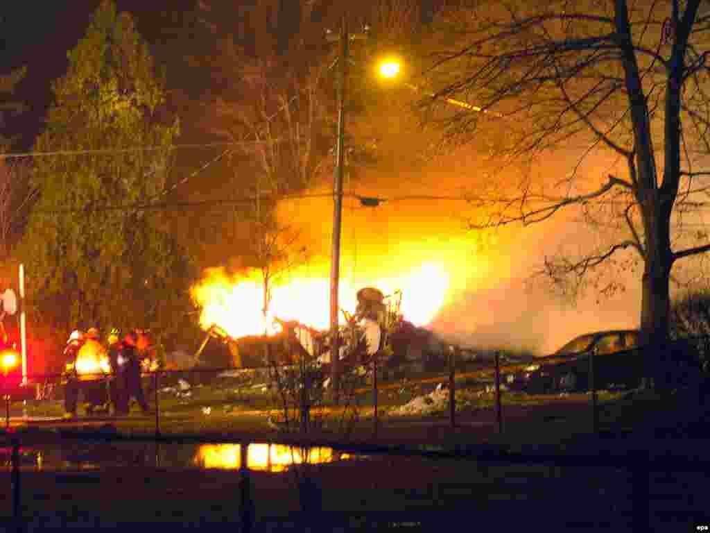 Выживших в катастрофе пассажирского самолета в пригороде Баффало штата Нью-Йорк нет. Всего погибло 49 человек. На борту самолета компании Continental Airlines находились 44 пассажира и 4 члена экипажа. Еще один человек погиб на земле.