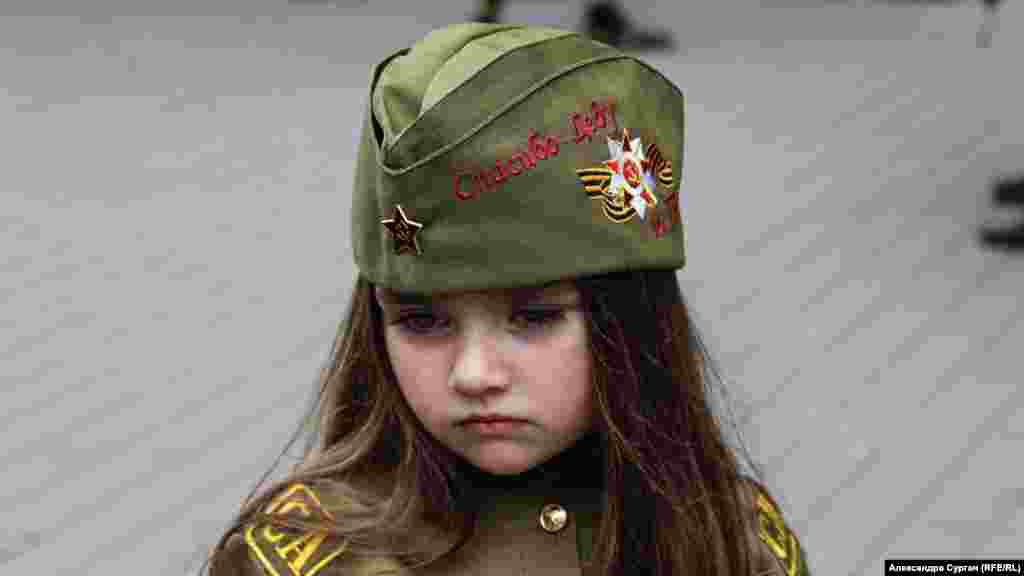 "A young girl's cap reads ""Thank you, Grandfather"" at Victory Day celebrations in Sevastopol on May 9, 2018."